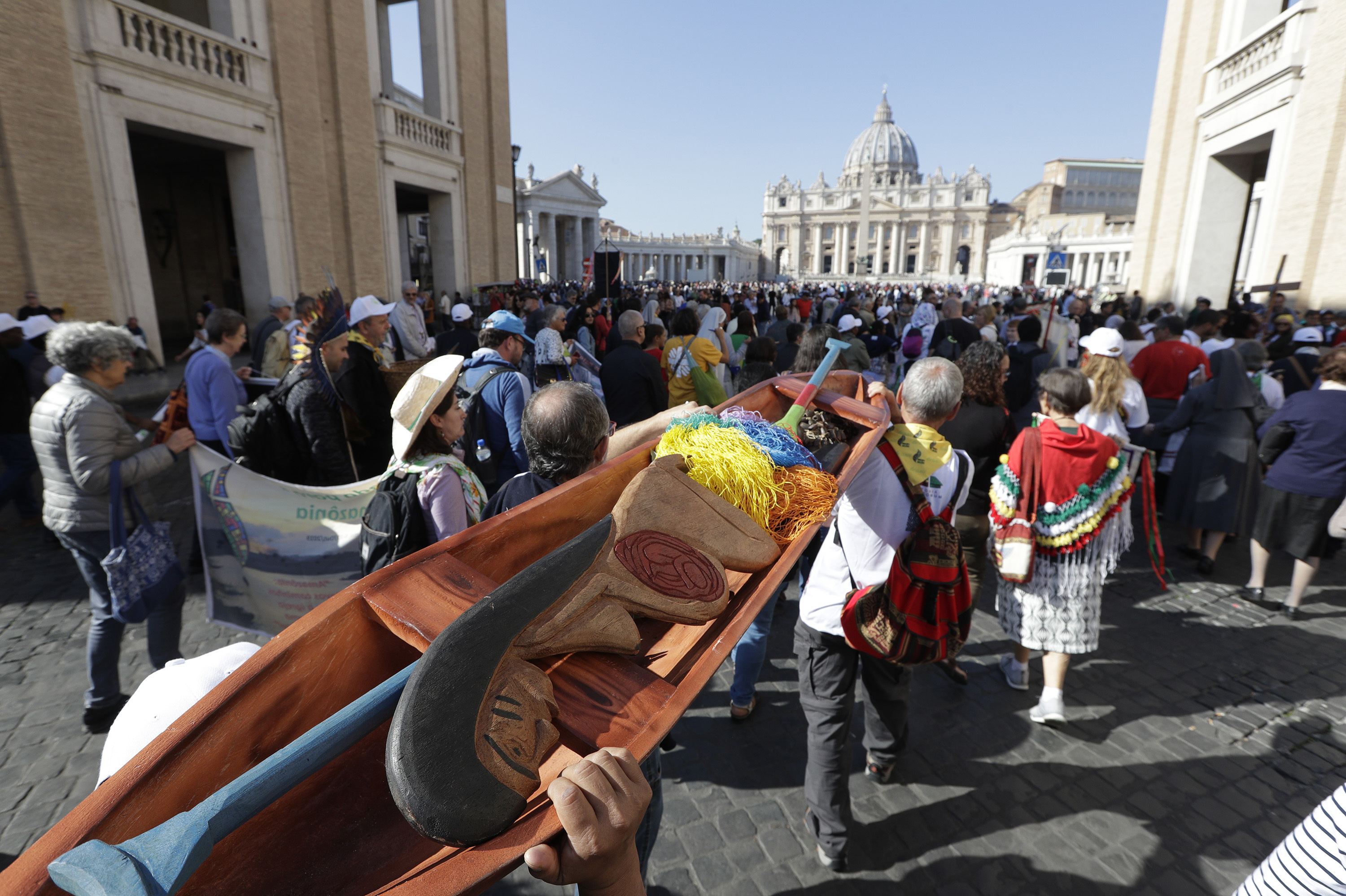 Pope asks forgiveness for theft of Amazon statues
