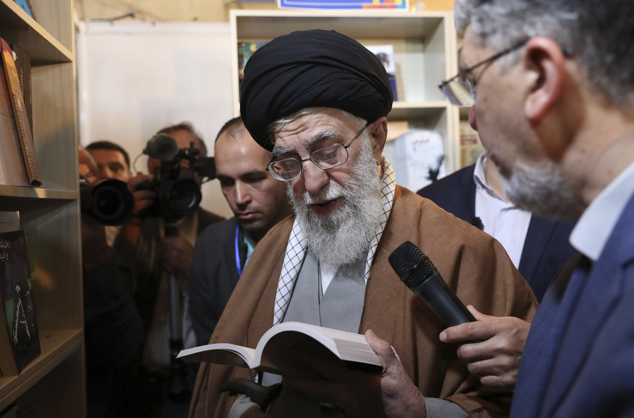 Supreme leader says Iranians wont budge over US sanctions