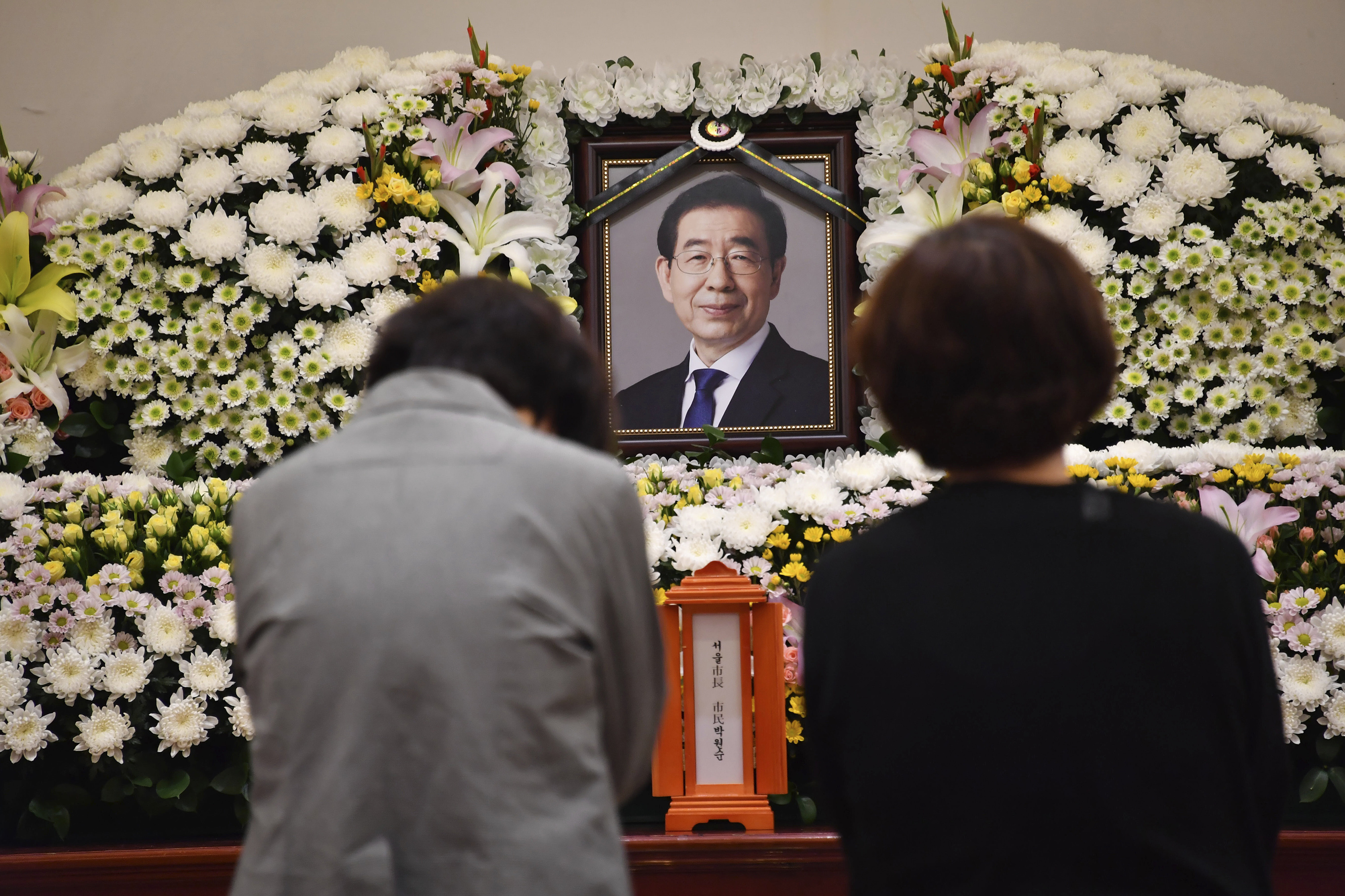 Seoul mayors death prompts sympathy, questions of his acts