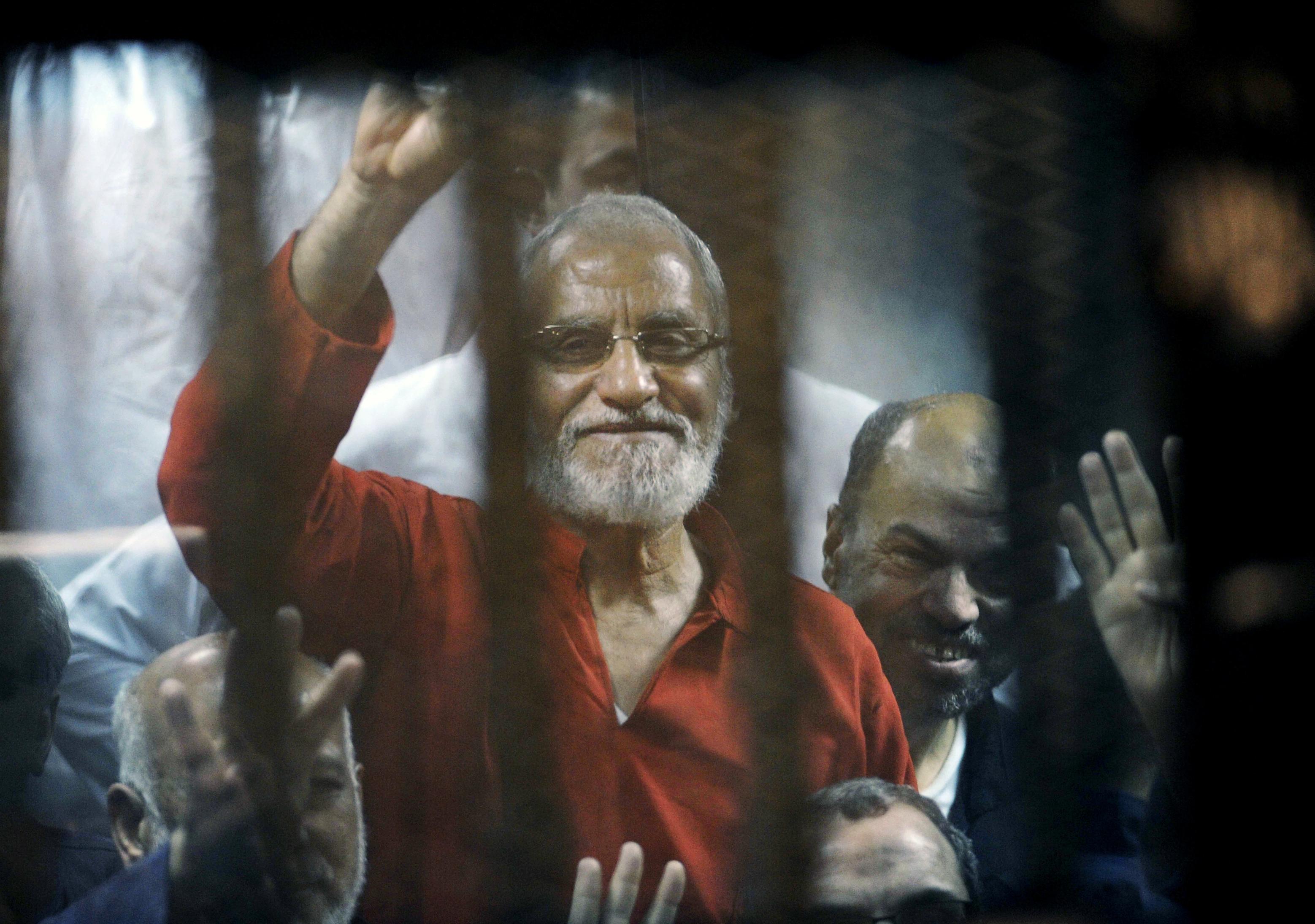 Egypt court sentences 11 Islamists to life for prison breaks