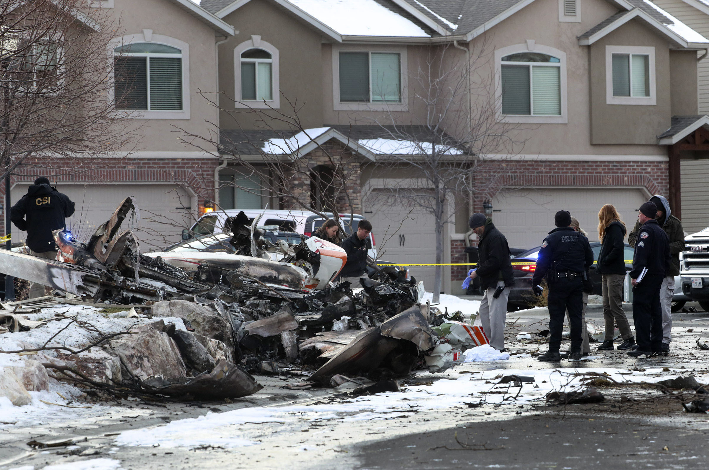 Small plane crashes in Utah neighborhood, killing pilot