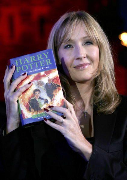 J. K. Rowling 與她的超級巨作Harry Potter。