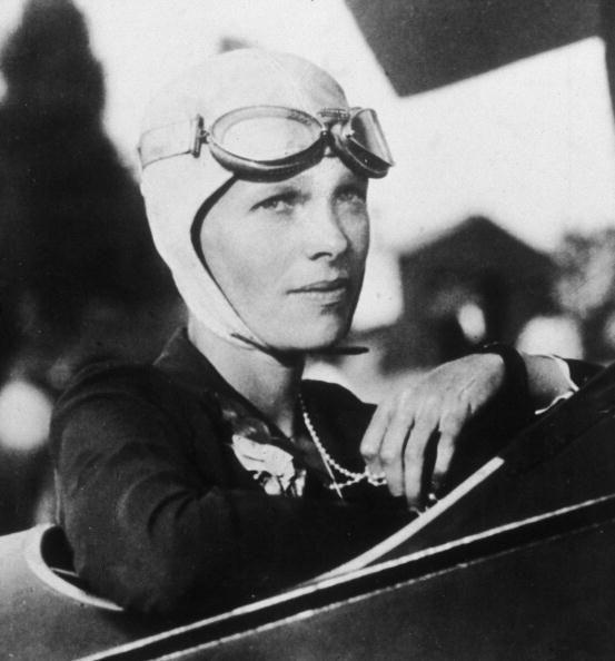 Amelia Earhart是第一位獲得飛行優異十字勳章的女飛行員。