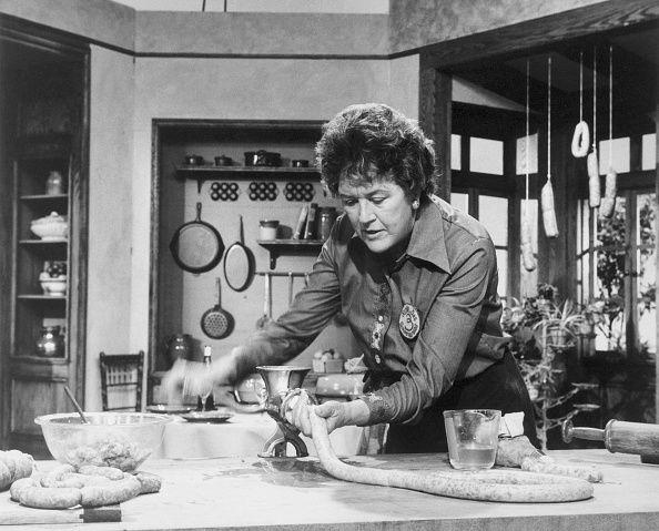 Julia Child的電視烹飪節目廣受美國家庭主婦的歡迎。