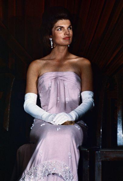 無懈可擊的時尚品味讓賈姬成為代表1960年代的Fashion Icon。
