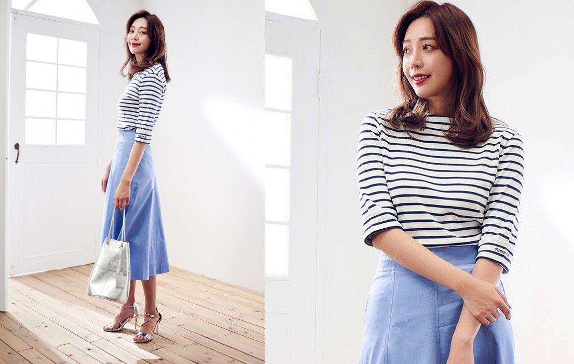 條紋上衣、藍色圓裙、銀色亮面提包、繫帶高跟涼鞋by 23區。