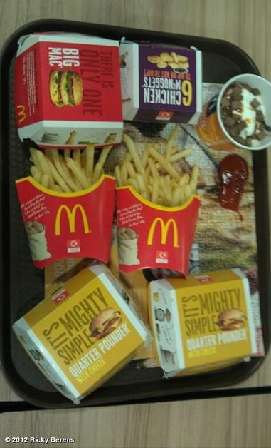 Food Experts Eat Mcdonalds