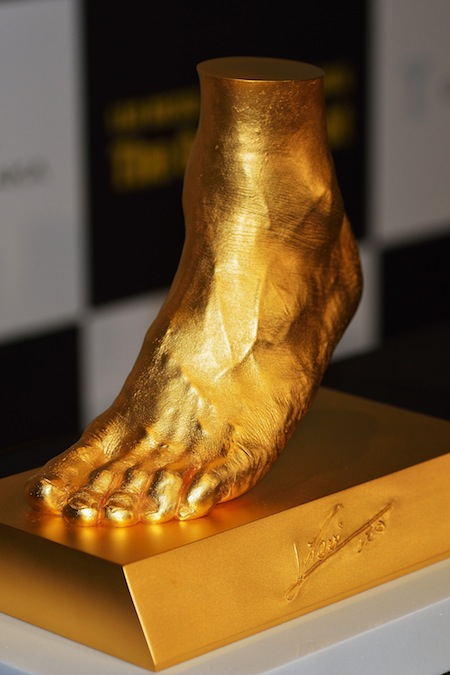 japanese jeweler selling gold replica of leo messi s foot
