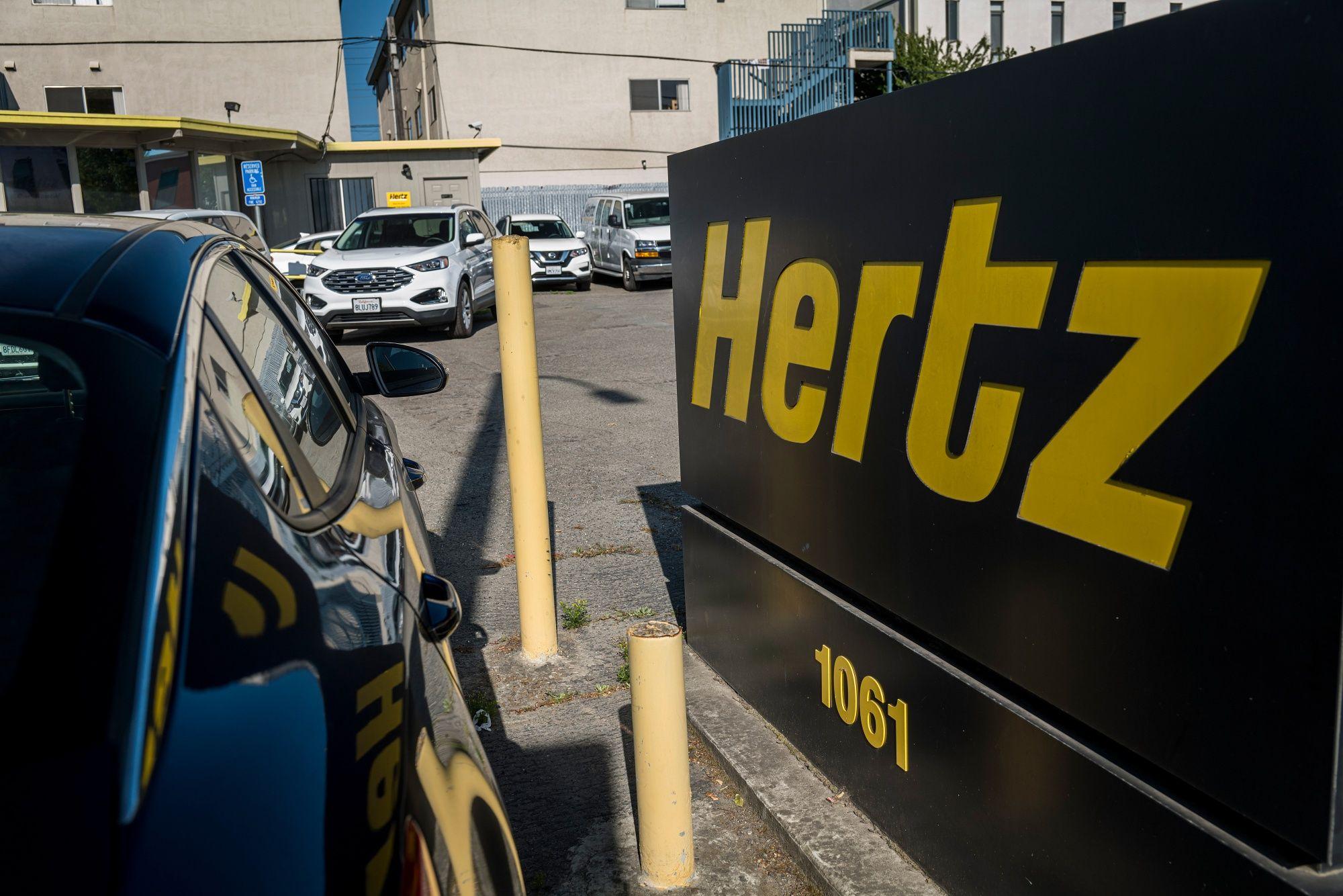 Hertz Says Pandemic Decimated Revenue, Leading to Bankruptcy