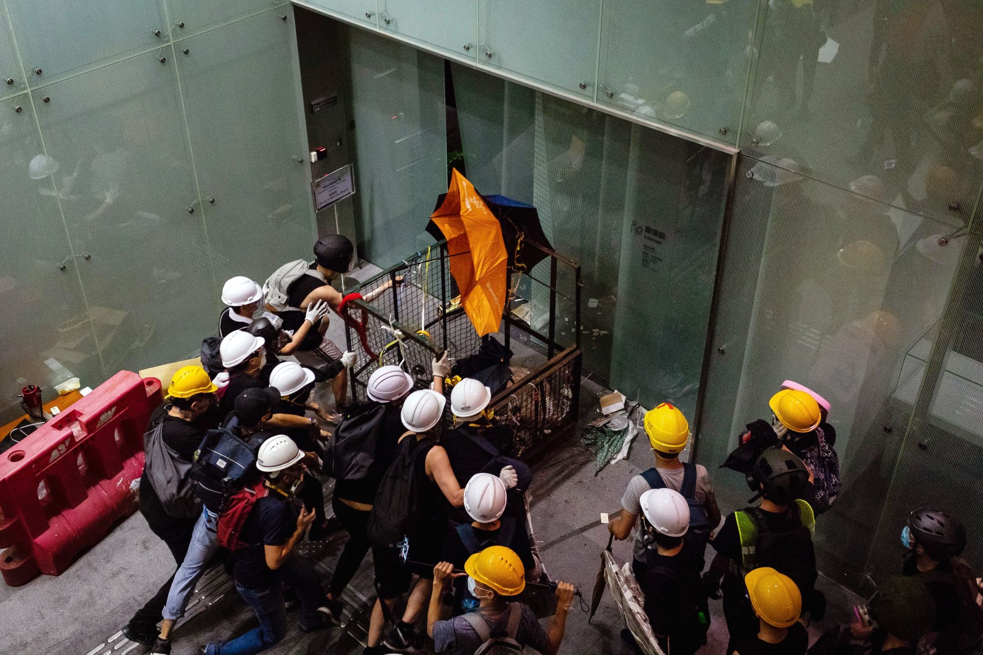 Hong Kong Protesters Who Stormed Legco SeekAsylum in Taiwan, Apple Daily Says