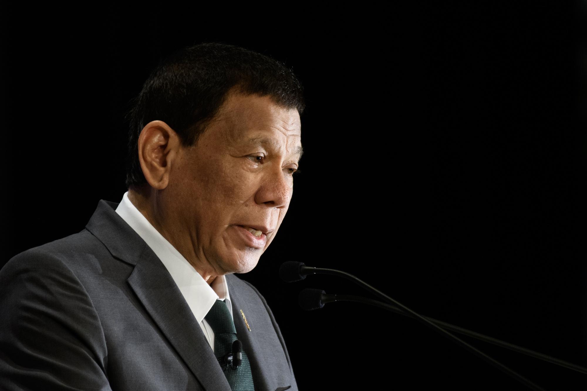 Duterte Dares Philippine Opposition Leader to Run His Drug War