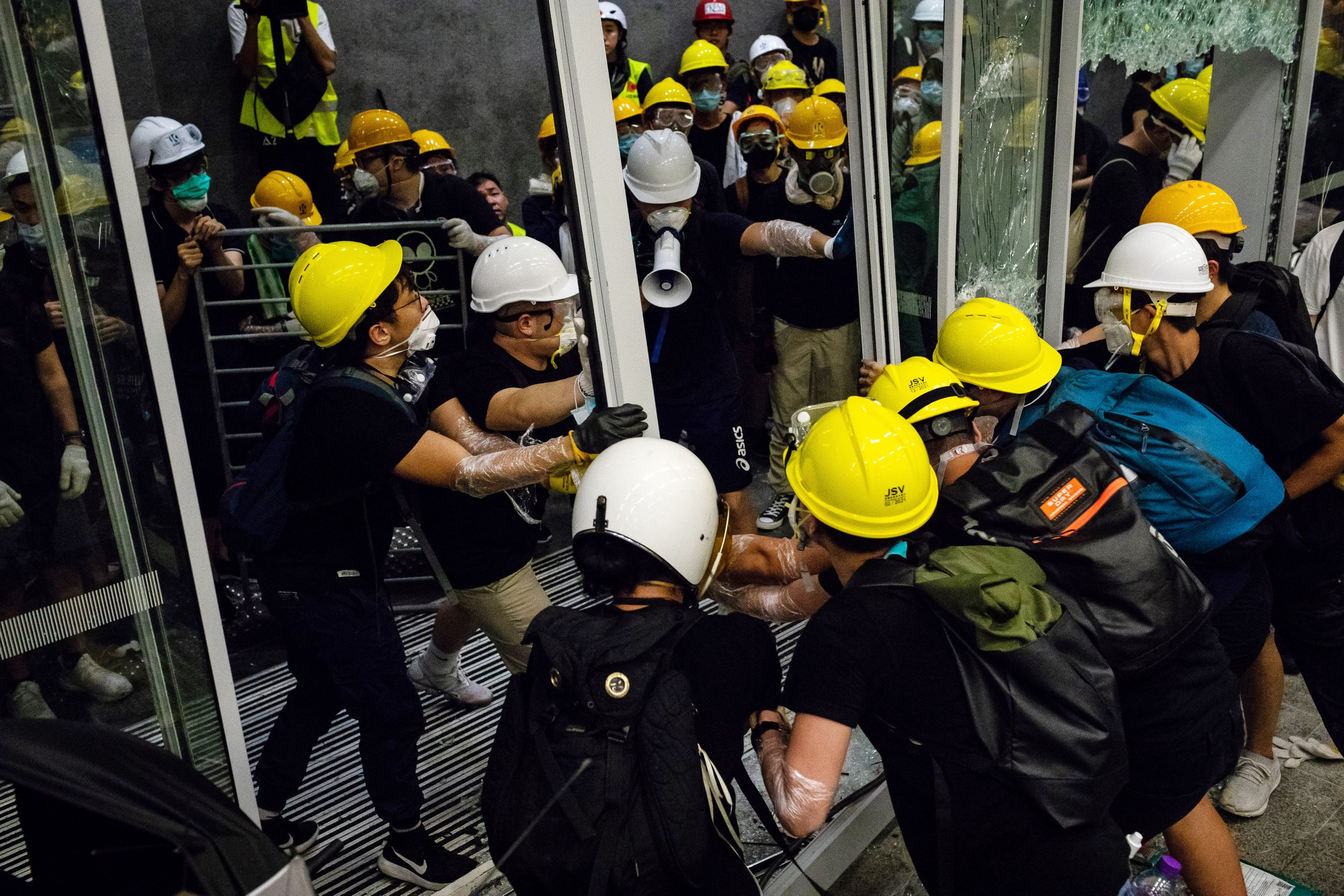 Hong Kong Students Reject Meeting Chief Executive Over Protests