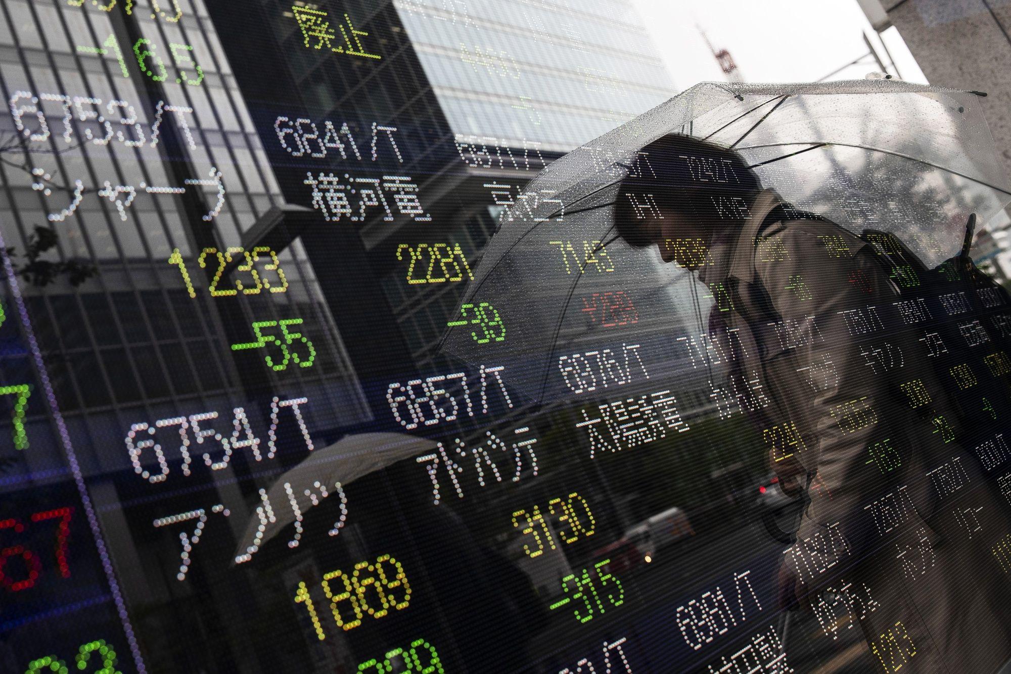 Stocks Rise, Bonds Fall Amid Muddled Trade Views: Markets Wrap