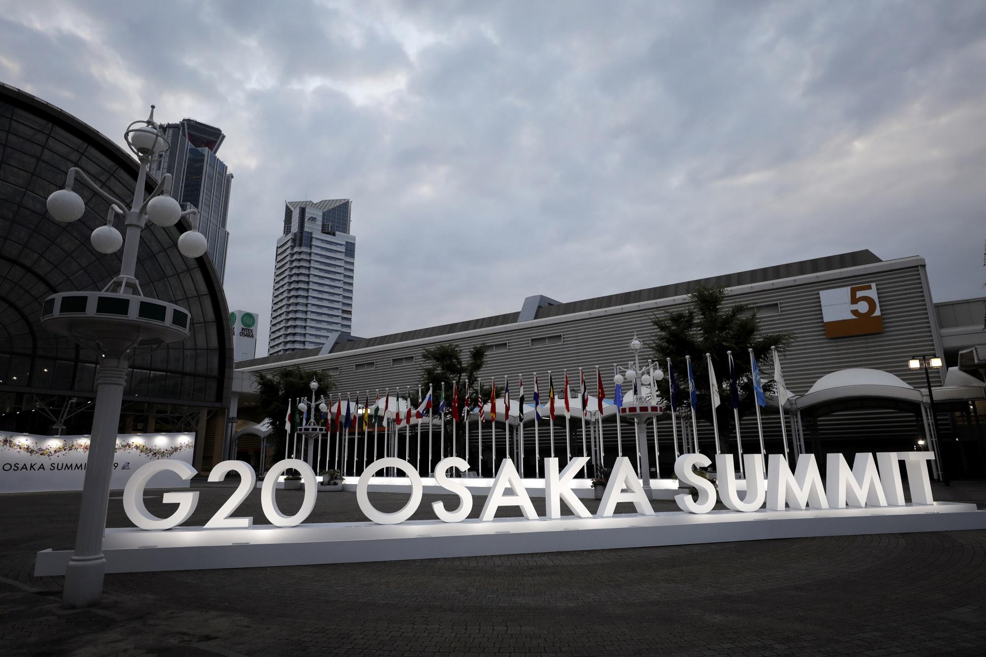 Trump HoldsDMZ Summit, Pauses China Trade War