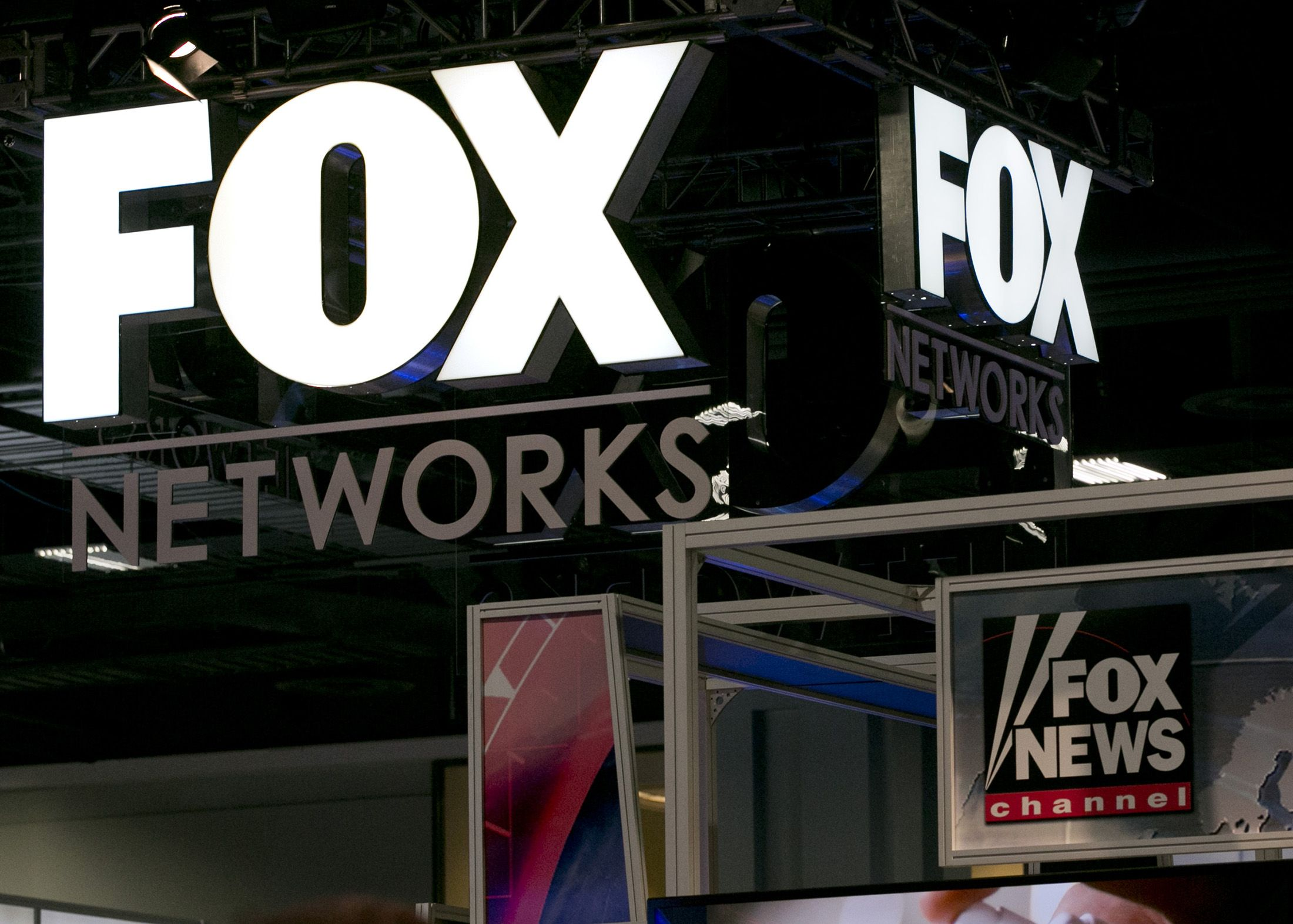 Fox Must Face Suit by Rich's Parents Over Stories on Death