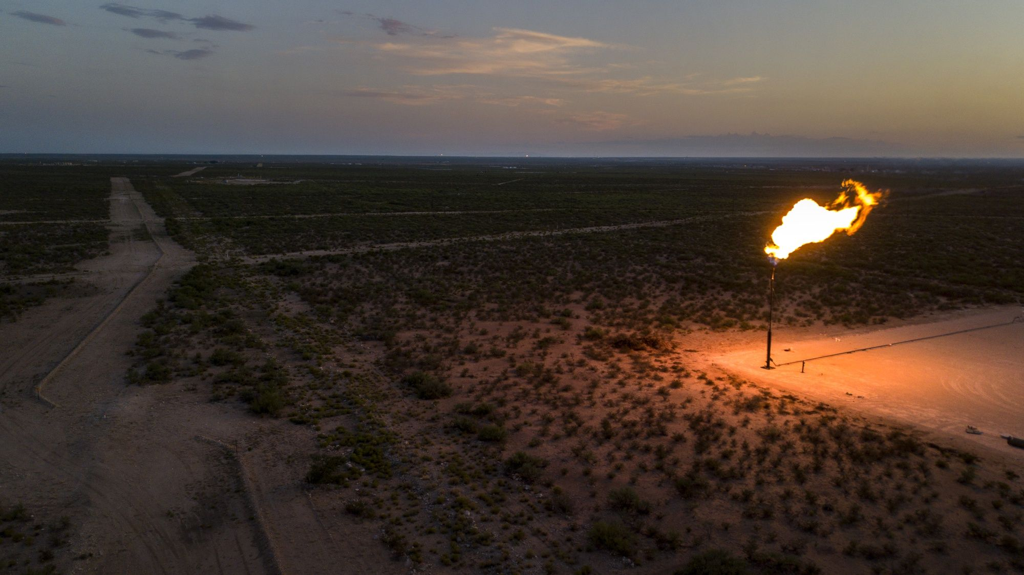 World 'Awash' in Oil as U.S. Sees Its Shale Boom Barreling Ahead