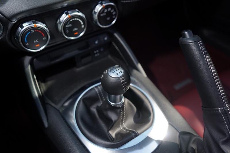做工細緻的排檔頭不失為車艙的亮點之一