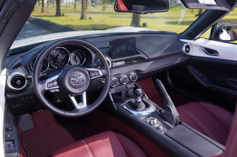 MX-5百週年紀念款車艙配置同2022年式車型