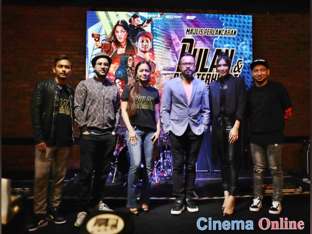 """The cast and director of """"Bulan Dan Pria Terhebat"""" at the movie's recent launch ceremony."""