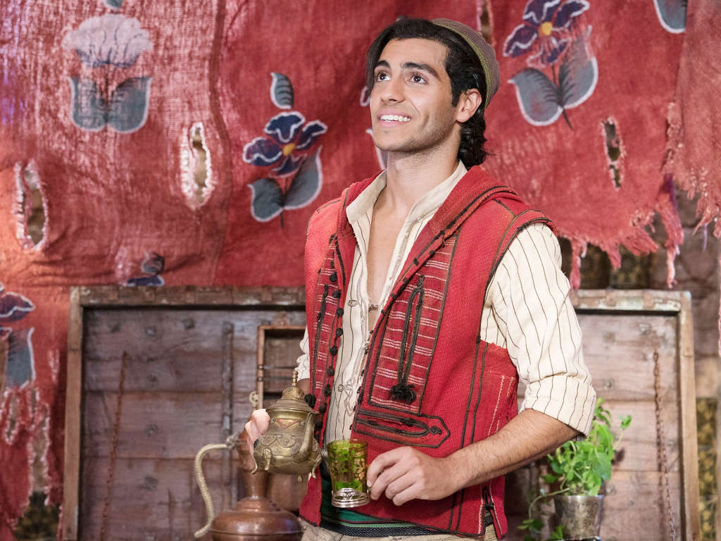 """Mena Massoud's biggest role to date is playing Aladdin in the live-action movie of the same name. """" pada 2020."""