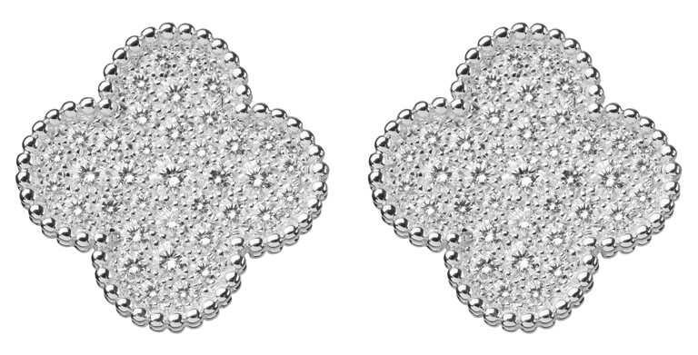 Van Cleef & Arpels「Magic Alhambra」系列白K金鑽石耳環╱805,000元。(圖╱Van Cleef & Arpels提供)