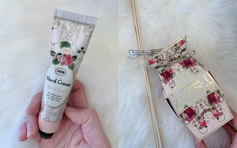 SABON白玫瑰護手霜30ml/380元、SABON白玫瑰薰香組250ml/1,980元不只洗澡時要用,就連外出隨身攜帶的護手霜還有家裡的空間也都要隨時有玫瑰香陪伴。(圖/吳雅鈴攝影)