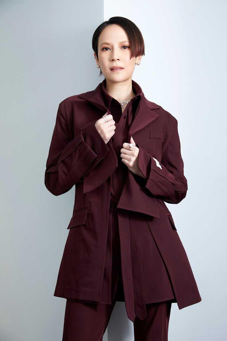 金曲歌后楊乃文,佩戴DE BEERS總價近4,000萬的頂級珠寶現身紅毯,自信綻放璀璨魅力。(圖╱DE BEERS、亞神音樂提供)