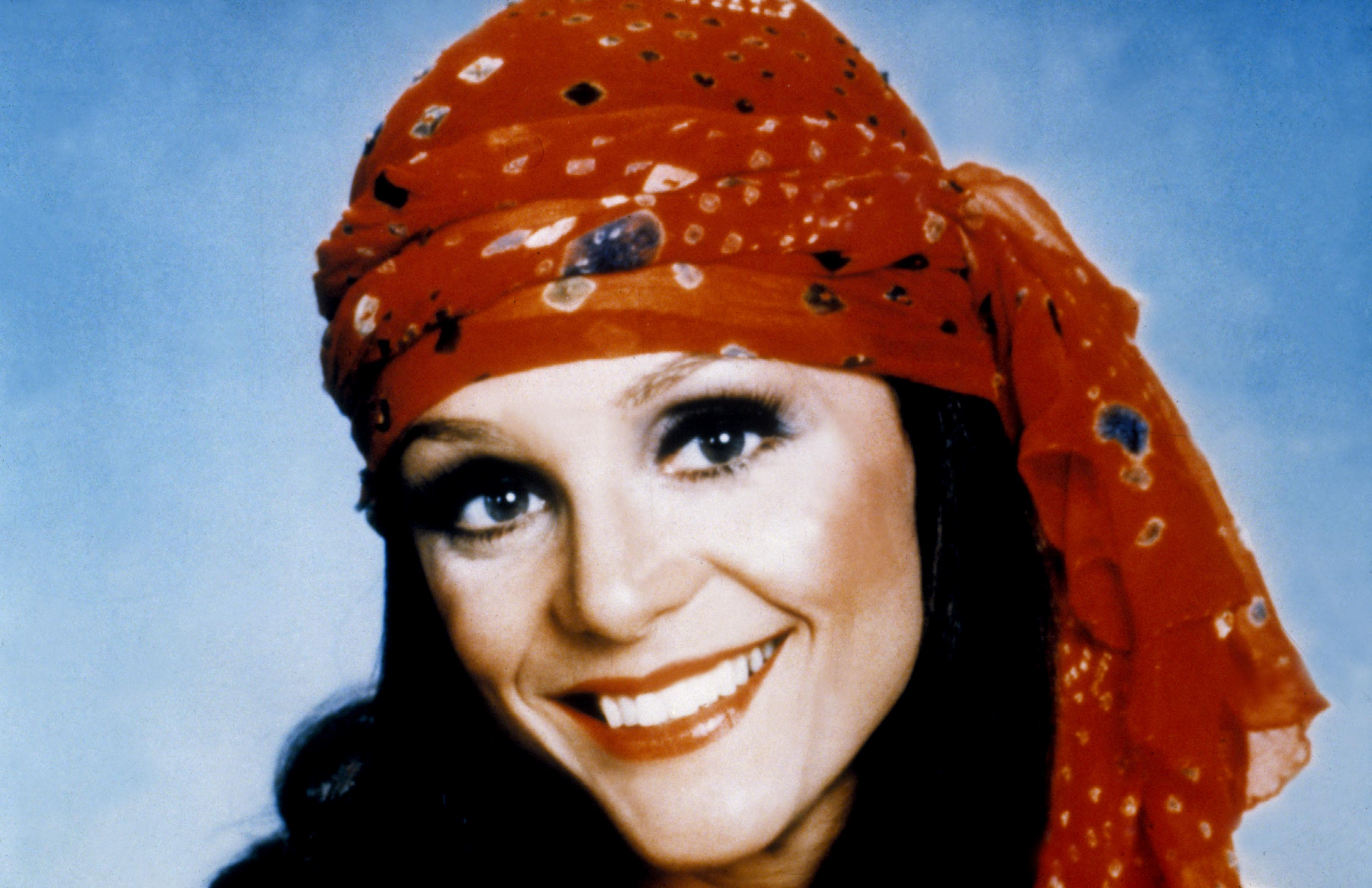 "Hollywood Remembers Valerie Harper: ""Honest And Hugely Funny"""