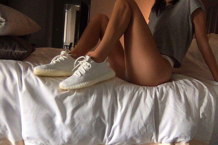 地表最強潮鞋YEEZY BOOST 350 V2全白款台灣再掀狂潮 立馬Tag男友買起來!