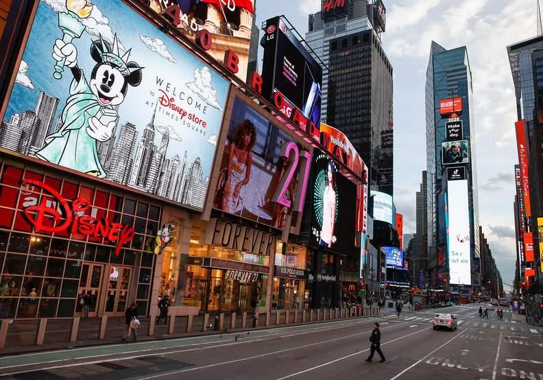 近乎完全沒人潮可言的紐約街頭