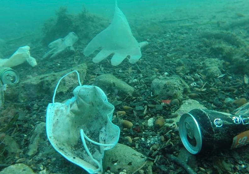 口罩垃圾在海底大量被發現