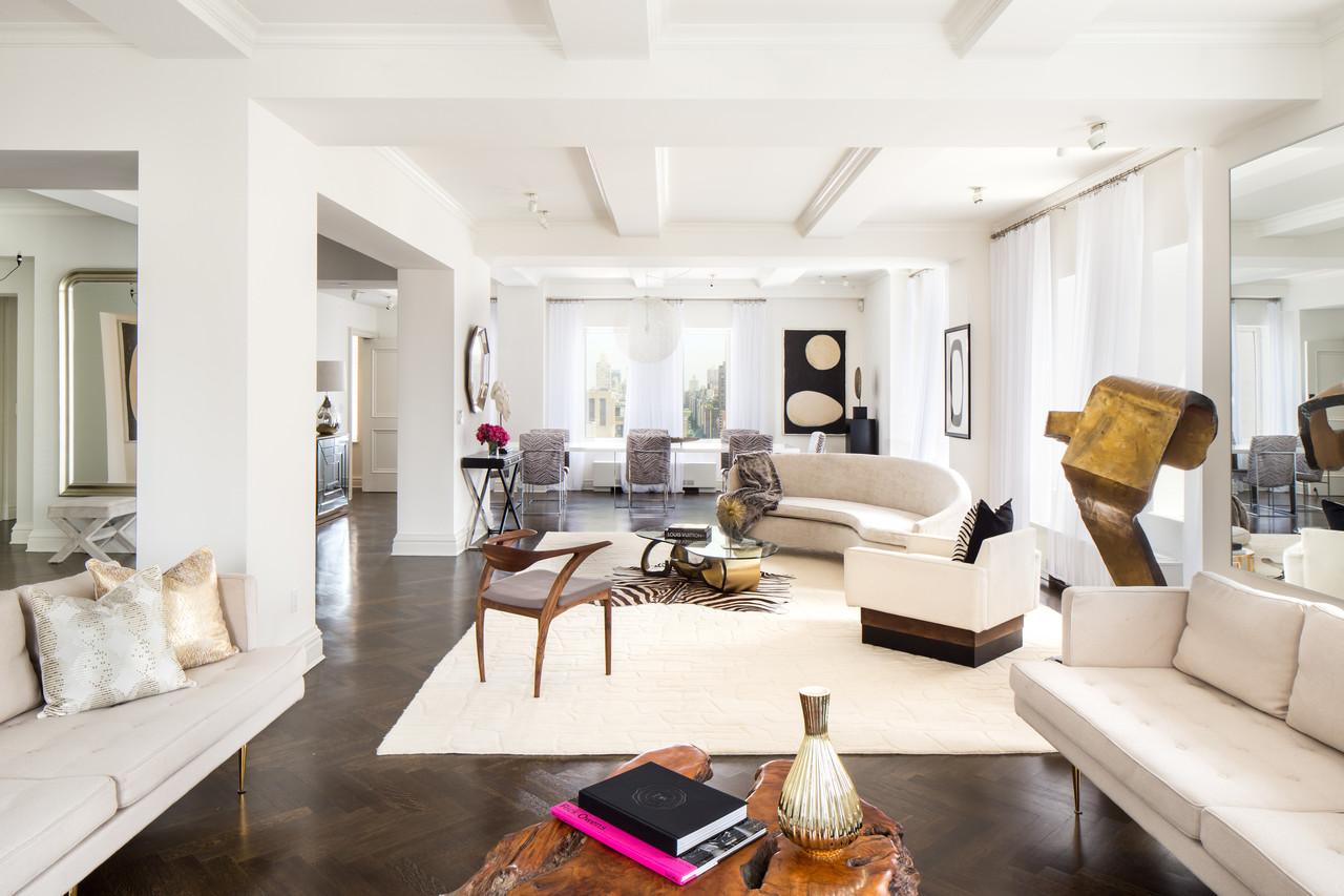 這套位於紐約市上東區特朗普公園大道公寓樓第24層的公寓面積約576平方米,含五間臥室、七個衛生間和一個化妝室。