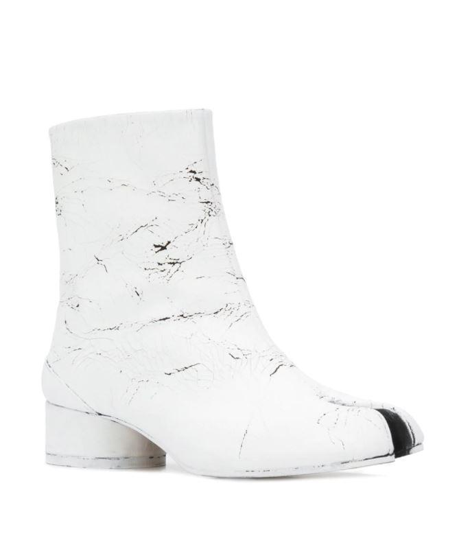 白色刷漆瑪麗珍Tabi鞋。NT$36,880元,Maison Margiela。(onefifteen 初衣食午提供)