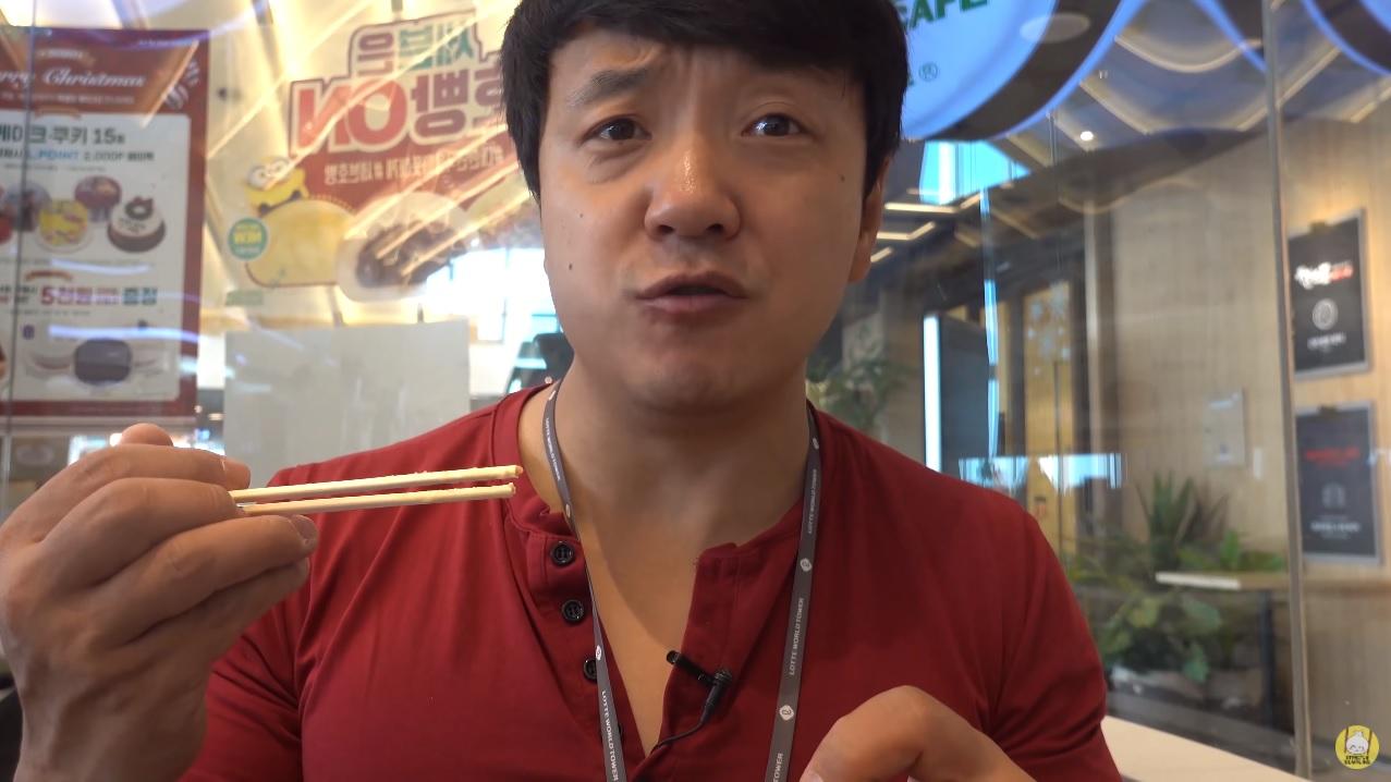 「Strictly Dumpling」的擁有者陳興(Mike Chen)曾多次公開抨擊中共政府 圖:翻攝自Strictly Dumpling YouTube 頻道