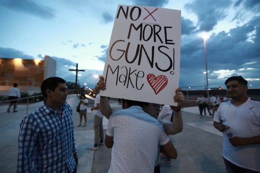 More retailers join Walmart in asking customers to stop carrying guns in store