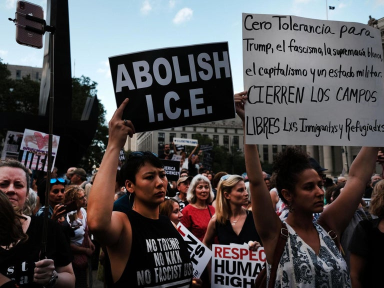 Community forms 'human chain' to stop ICE agents from seizing neighbour
