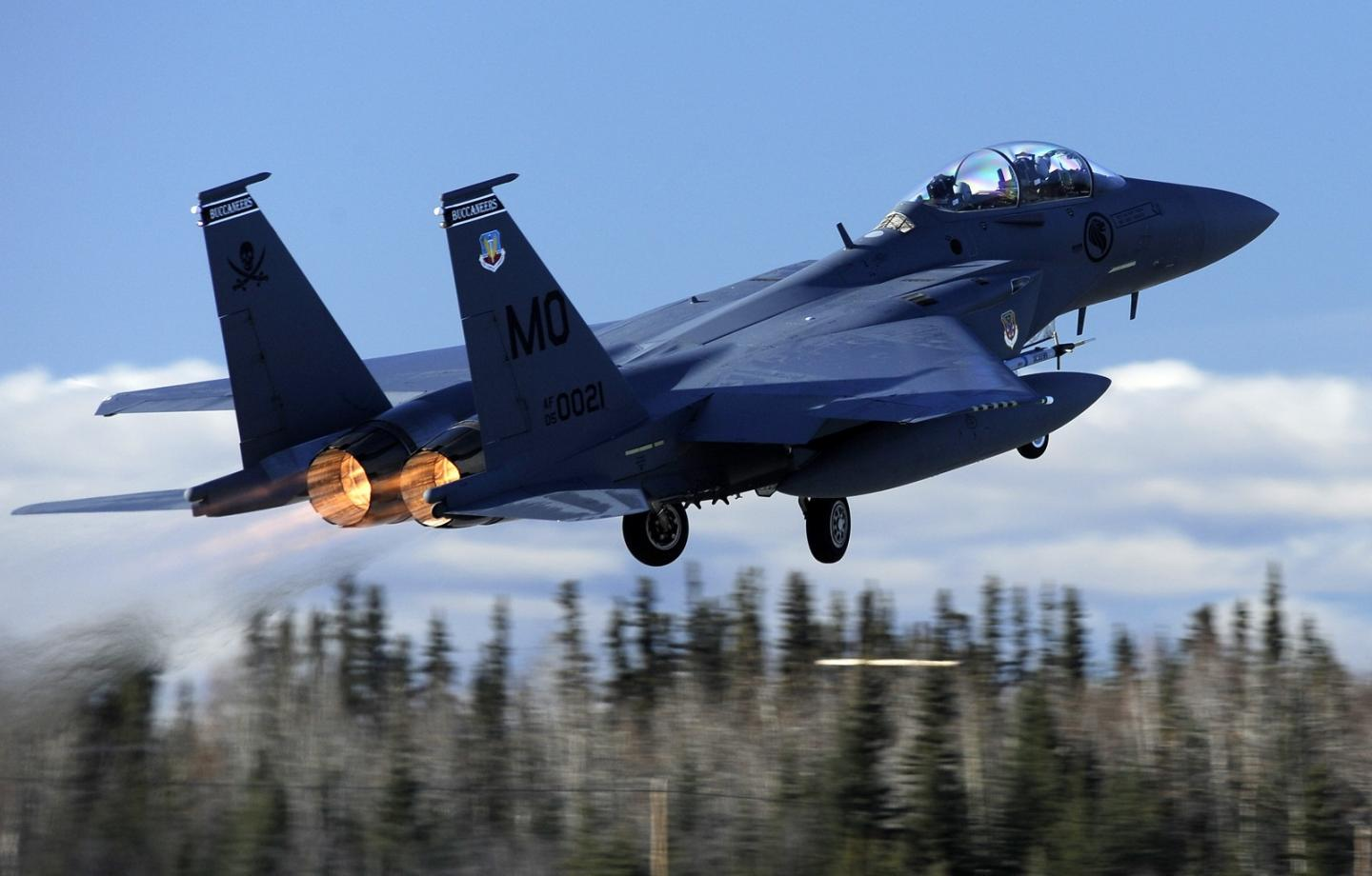 How Russias Su-35 Fighter Could Beat an F-15 Eagle in Battle