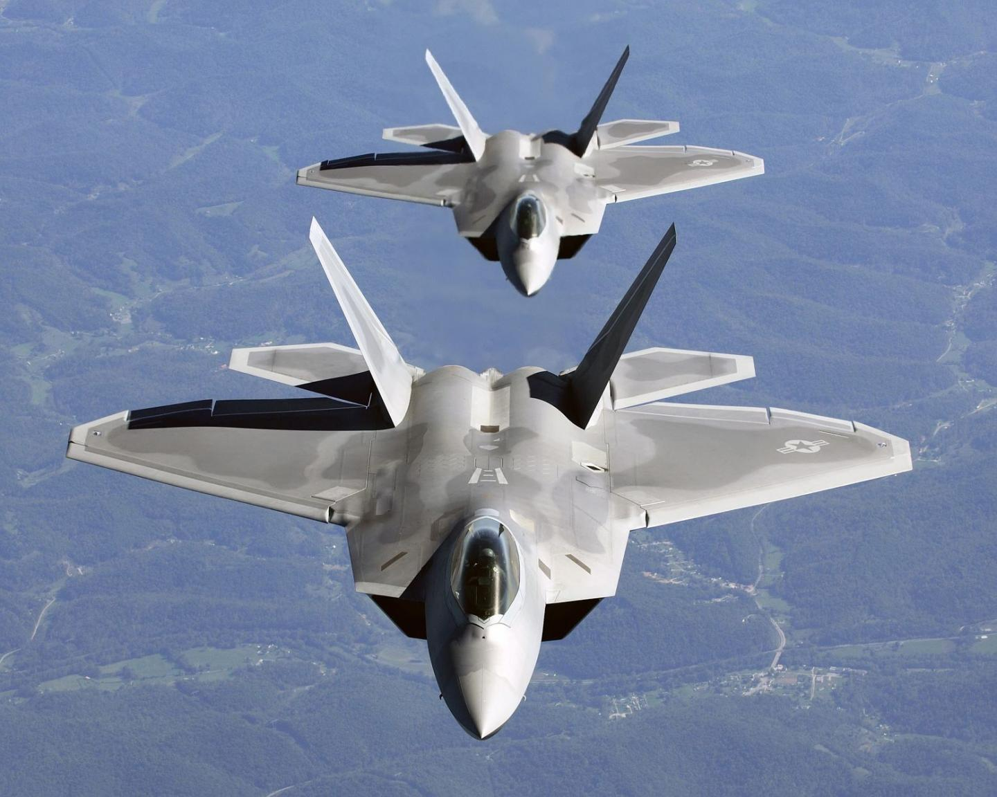 The Secret Powers of the F-22 and F-35 That Keeps Enemy Fighters Away