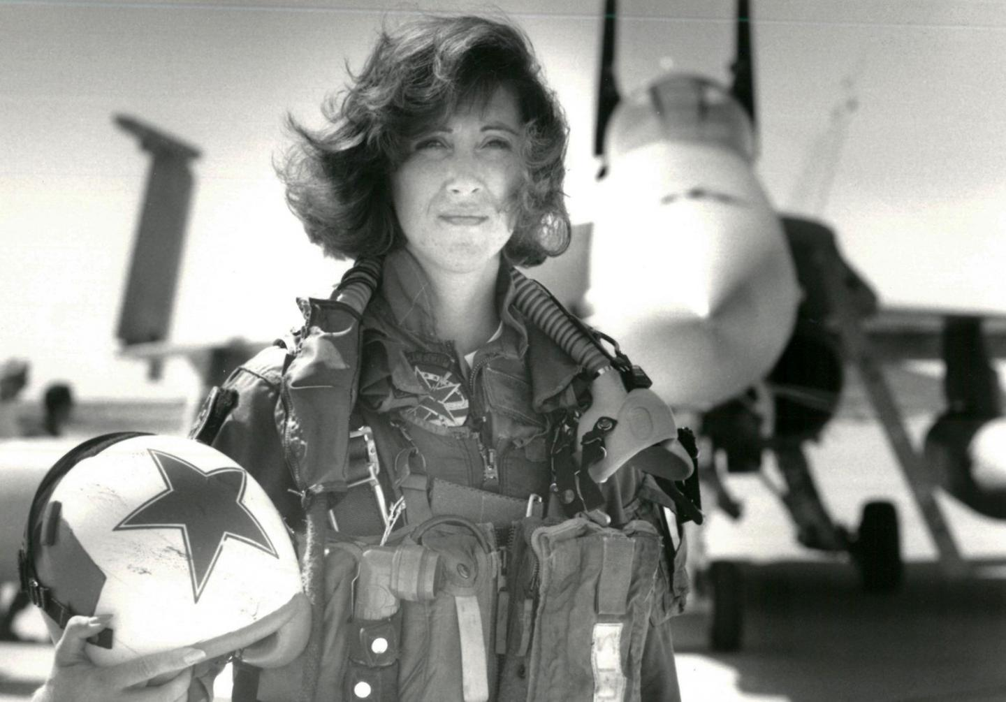 Hero: Former F/A-18 Hornet Pilot Tammie Jo Shults Safely Lands a Southwest 737 with Its Engine Blown Up