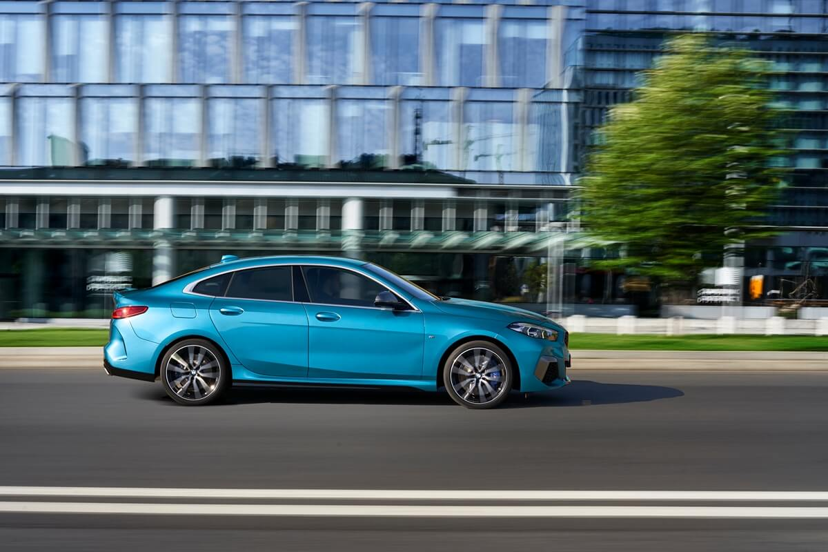 P90370524_highRes_the-all-new-bmw-2-se.jpg