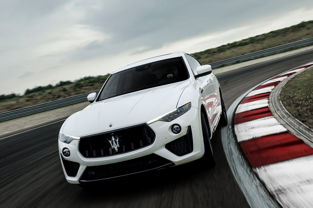 31_Maserati_Levante_Trofeo.jpg