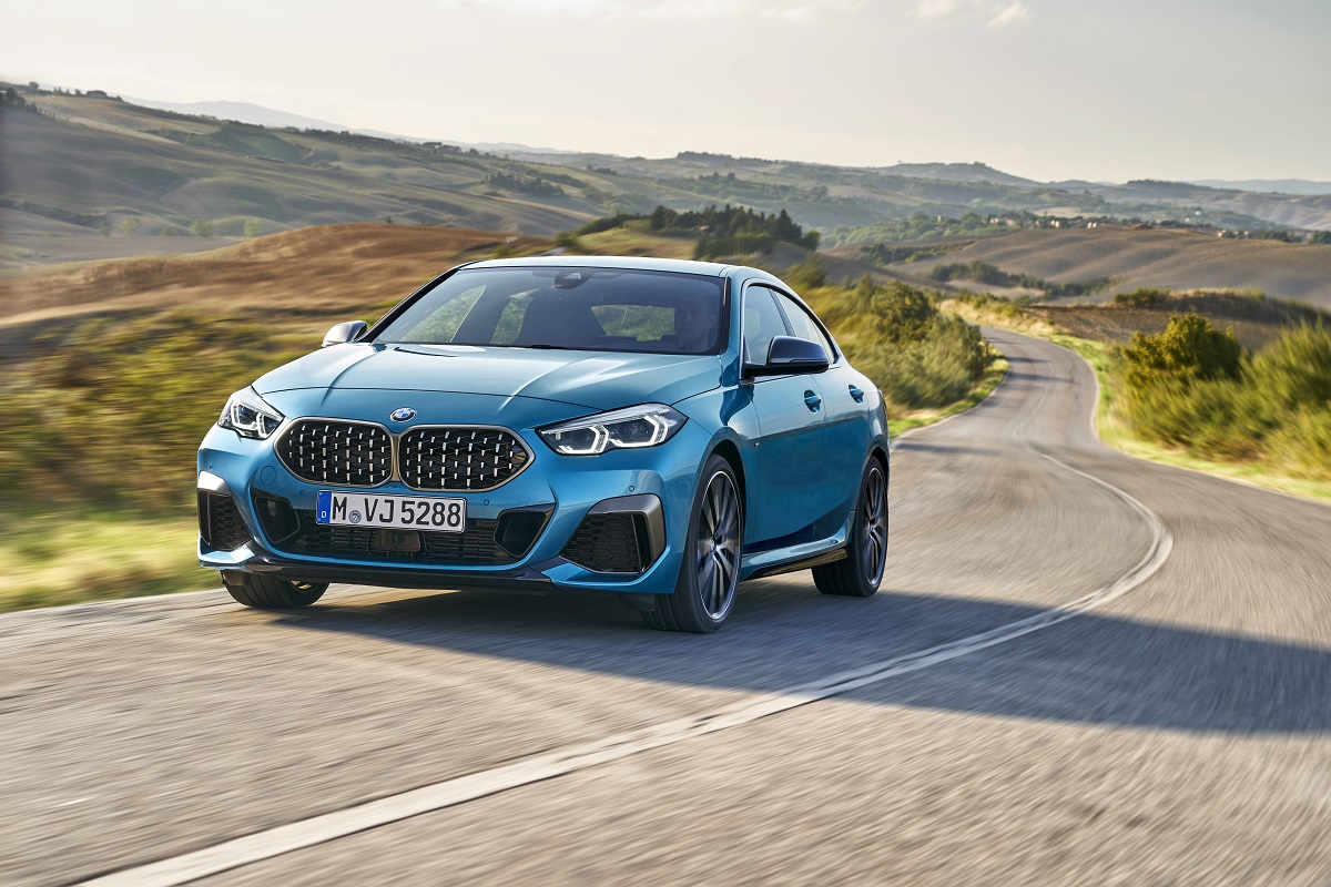 P90370498_highRes_the-all-new-bmw-2-se.jpg