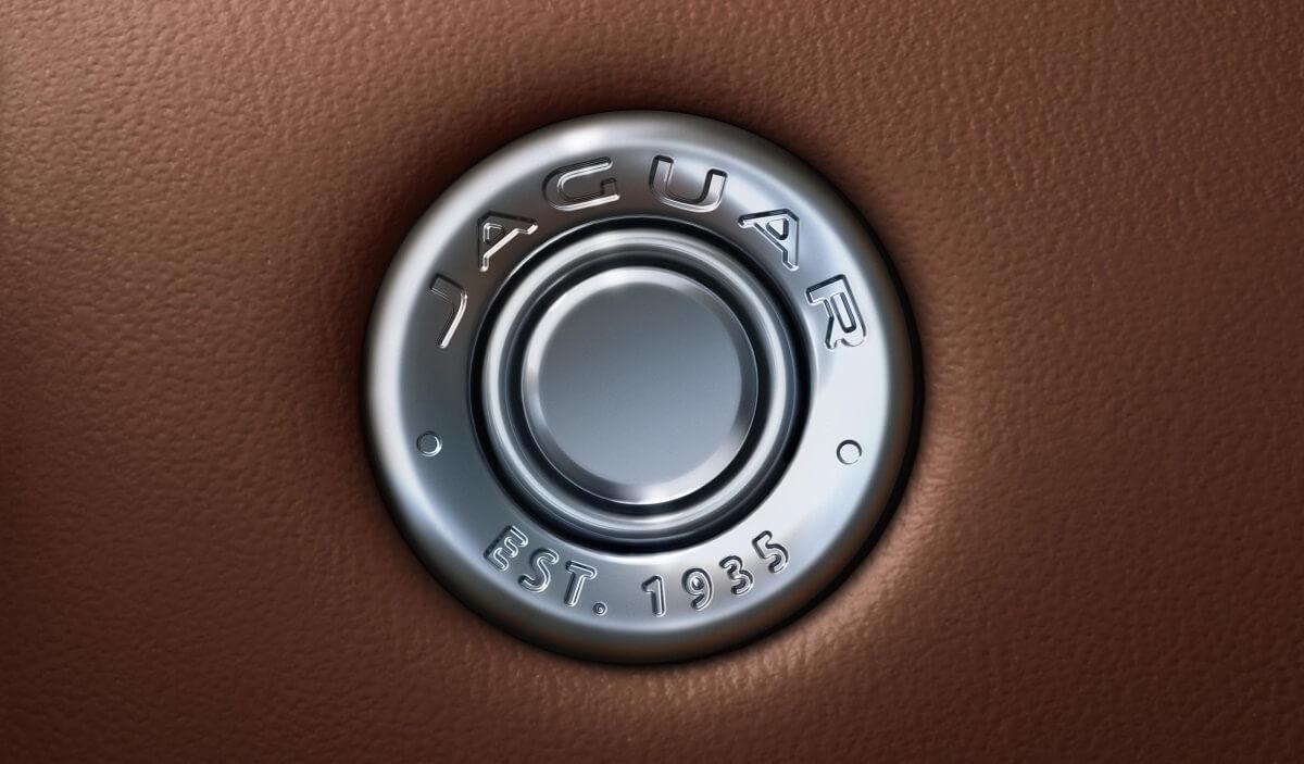 Jag_F-TYPE_21MY_Reveal_Image_Detail_GloveBoxDetail_02.12.19_04.jpg