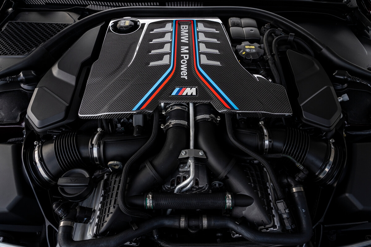 P90369551_highRes_the-new-bmw-m8-gran-.jpg