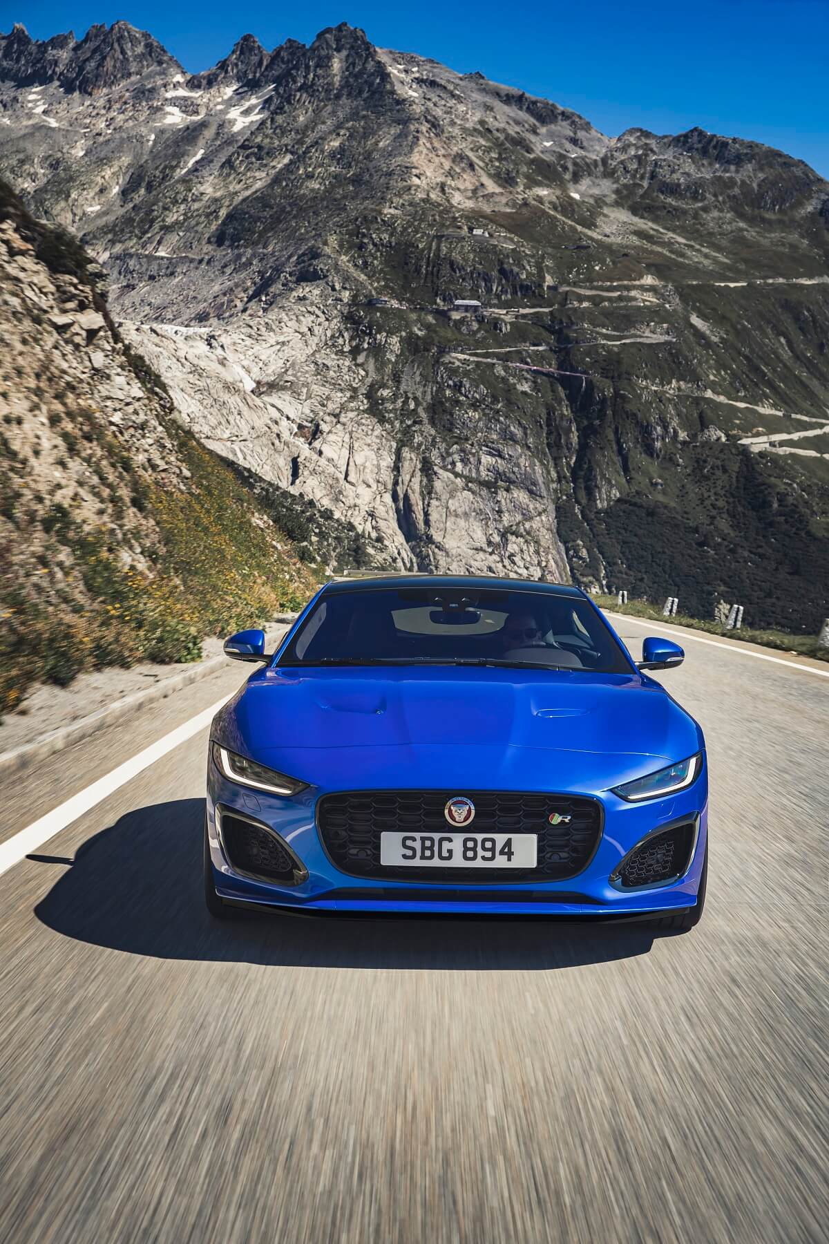 Jag_F-TYPE_R_21MY_Velocity_Blue_Reveal_Switzerland_02.12.19_07.jpg