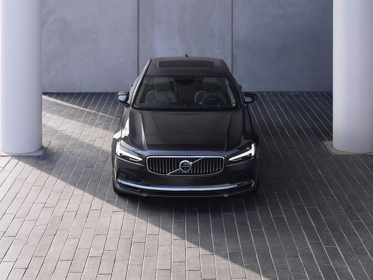 262601_The_refreshed_Volvo_S90_Recharge_T8_plug-in_hybrid_in_Platinum_Grey.jpg