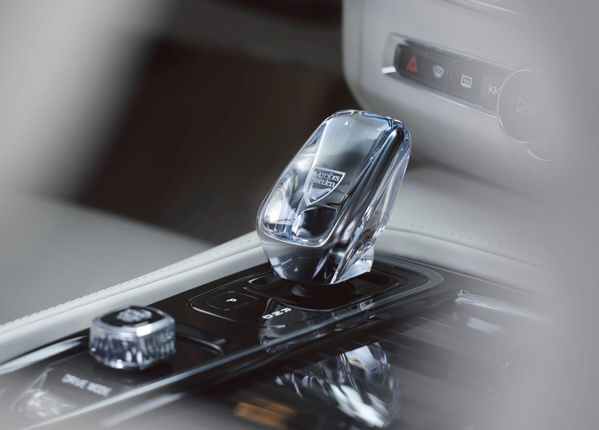 262874_The_refreshed_Volvo_V90_S90_Interior_Detail_-_Orrefors_Gear_shift.jpg