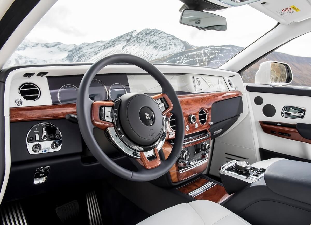 Rolls-Royce-Phantom-2018-3.jpg