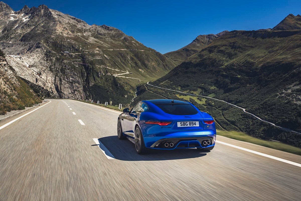 Jag_F-TYPE_R_21MY_Velocity_Blue_Reveal_Switzerland_02.12.19_08.jpg