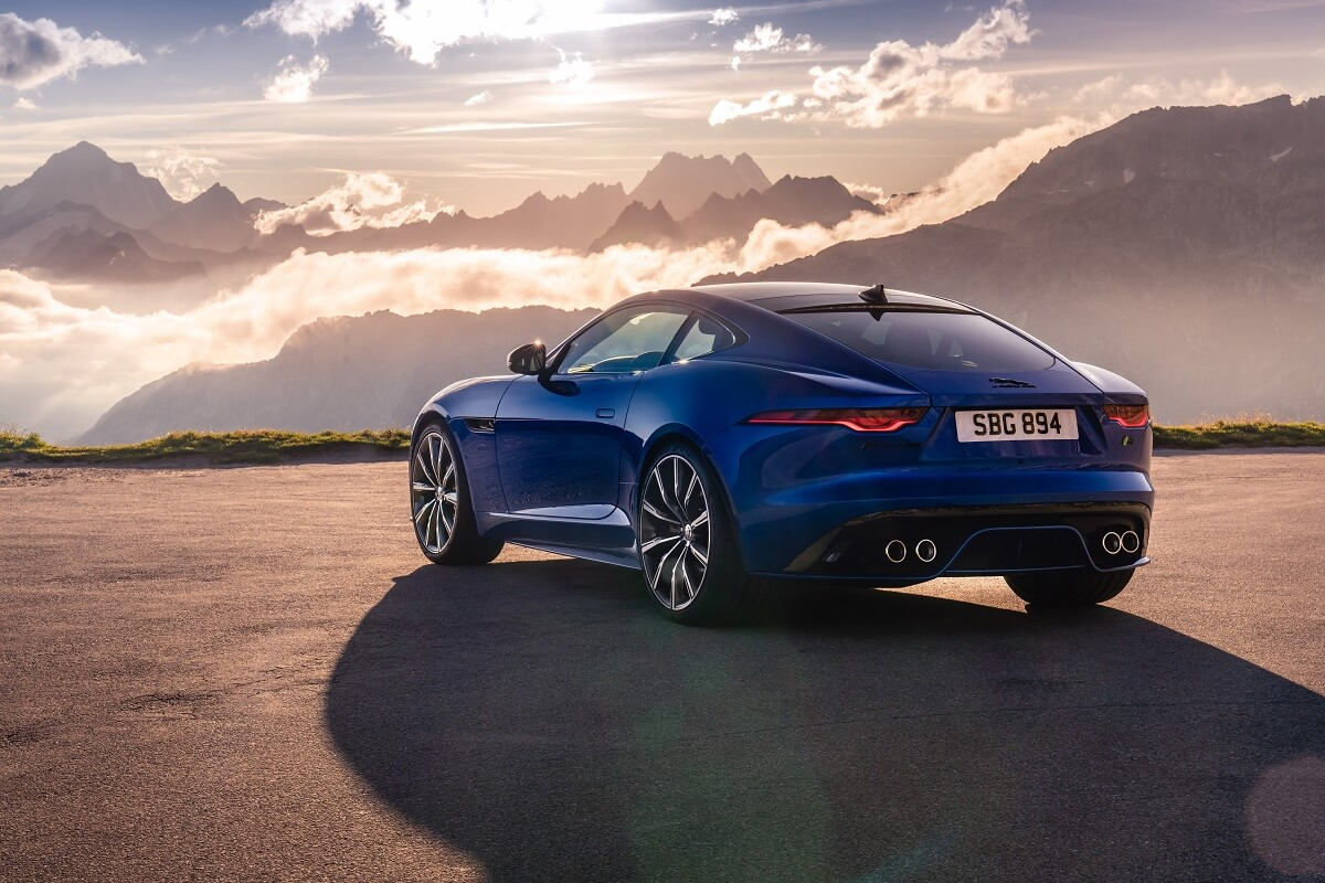 Jag_F-TYPE_R_21MY_Velocity_Blue_Reveal_Switzerland_02.12.19_02.jpg